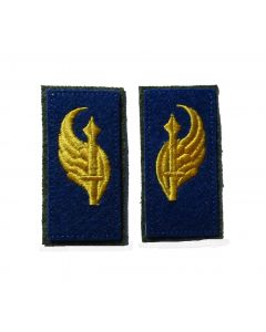 RSE313.Italien para collar tabs. Yellow embroidered winged sword on blue.